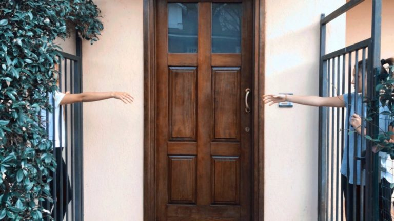 4BNR - Caterina Lomi Nostalgia Riapriremo insieme la porta che ora ci separa, mano nella mano, senza timore.